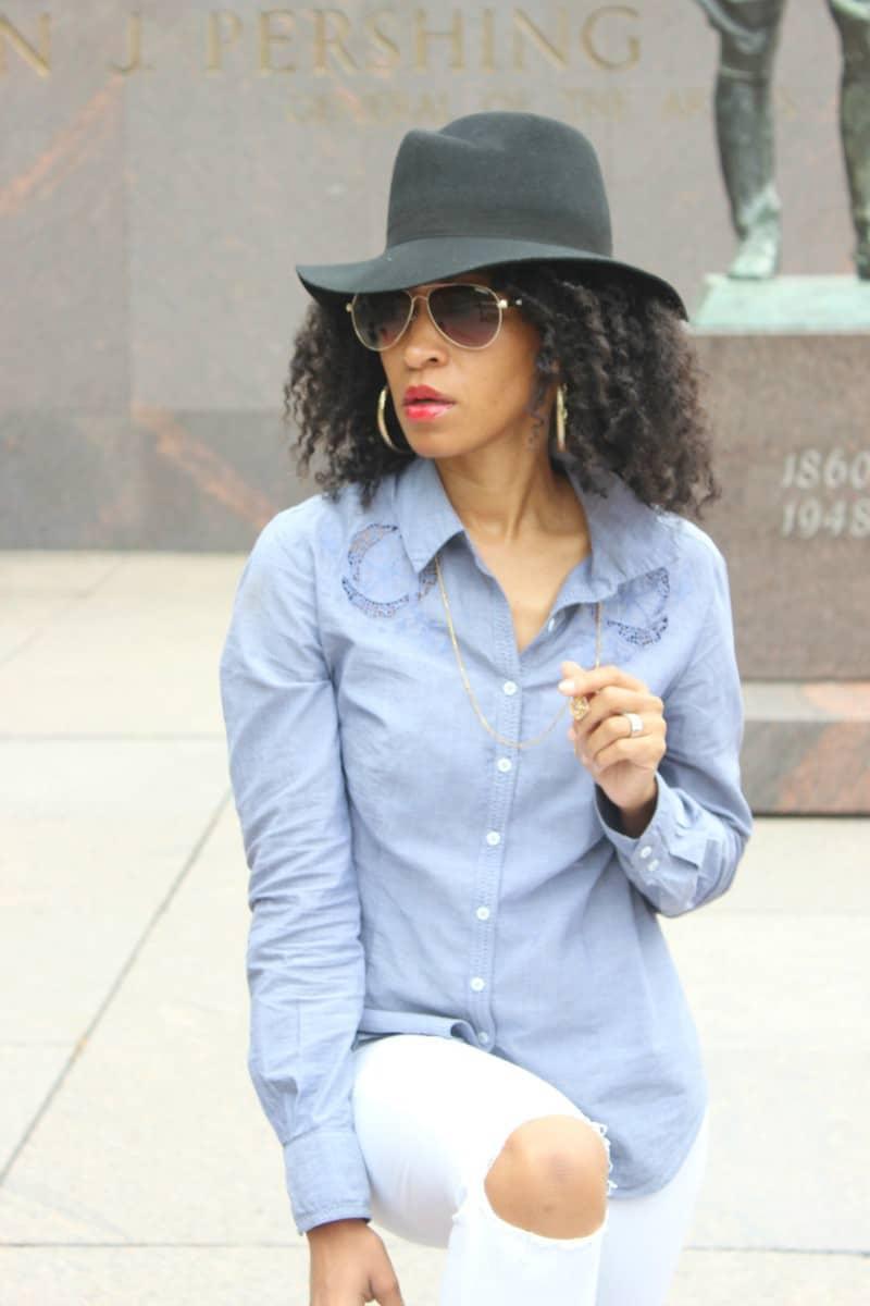 white-jeans-and-chambray-shirt-fall-fashion3