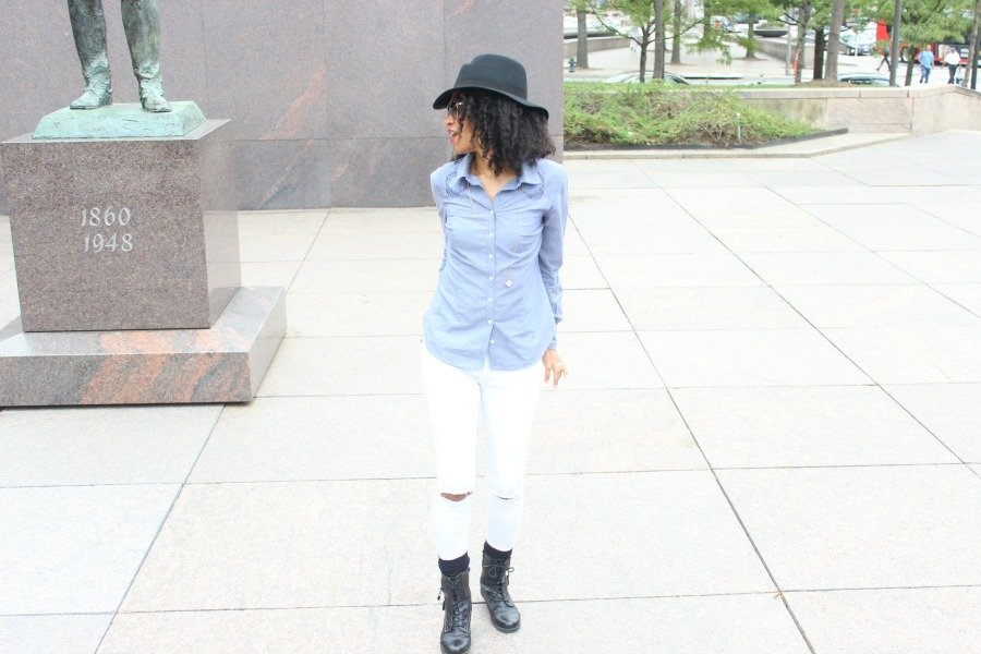 white jeans and chambray shirt for fall