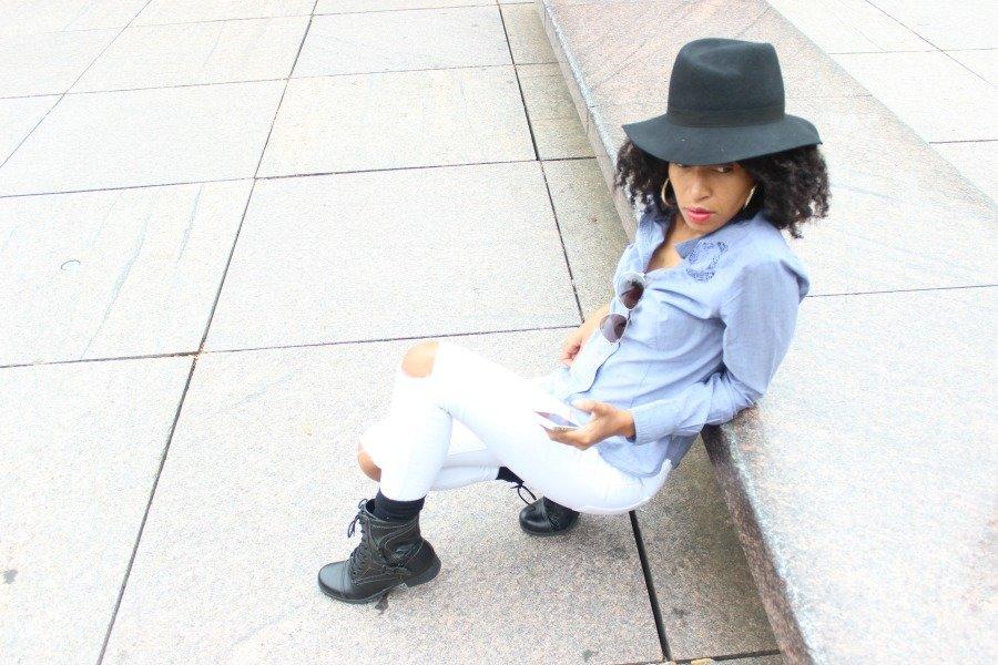 white-jeans-and-chambray-shirt-fall-fashion6