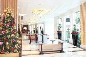 gaylord national hotel lobby at christmas